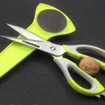 قیچی آشپزخانه ده کاره Mighty shears دارای تیغه های فولاد ضد زنگ بسیار تیز