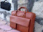 کیف چرمی اداری کریستین دیور دارای دوخت ماشینی بسیار ظریف و زیبا